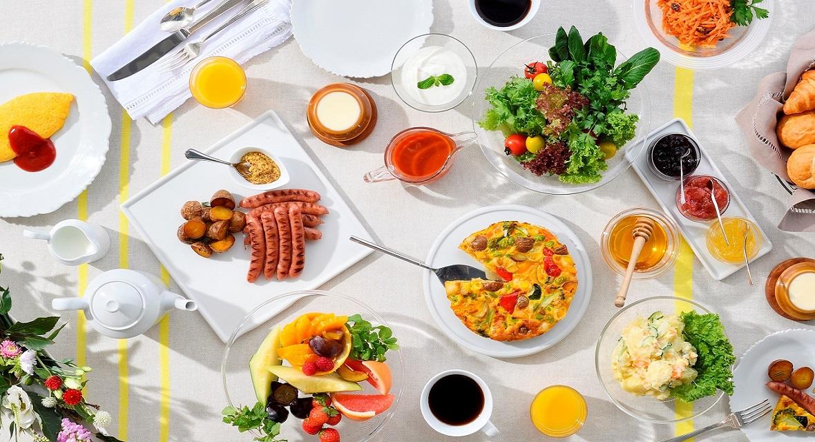 朝食(有料)は「焼きたてパンとごちそう野菜の朝ごはん」がコンセプト。野菜が持っている本来の美味しさを最大限に引き出した、目覚めの力を与えてくれる料理を豊富にご用意。