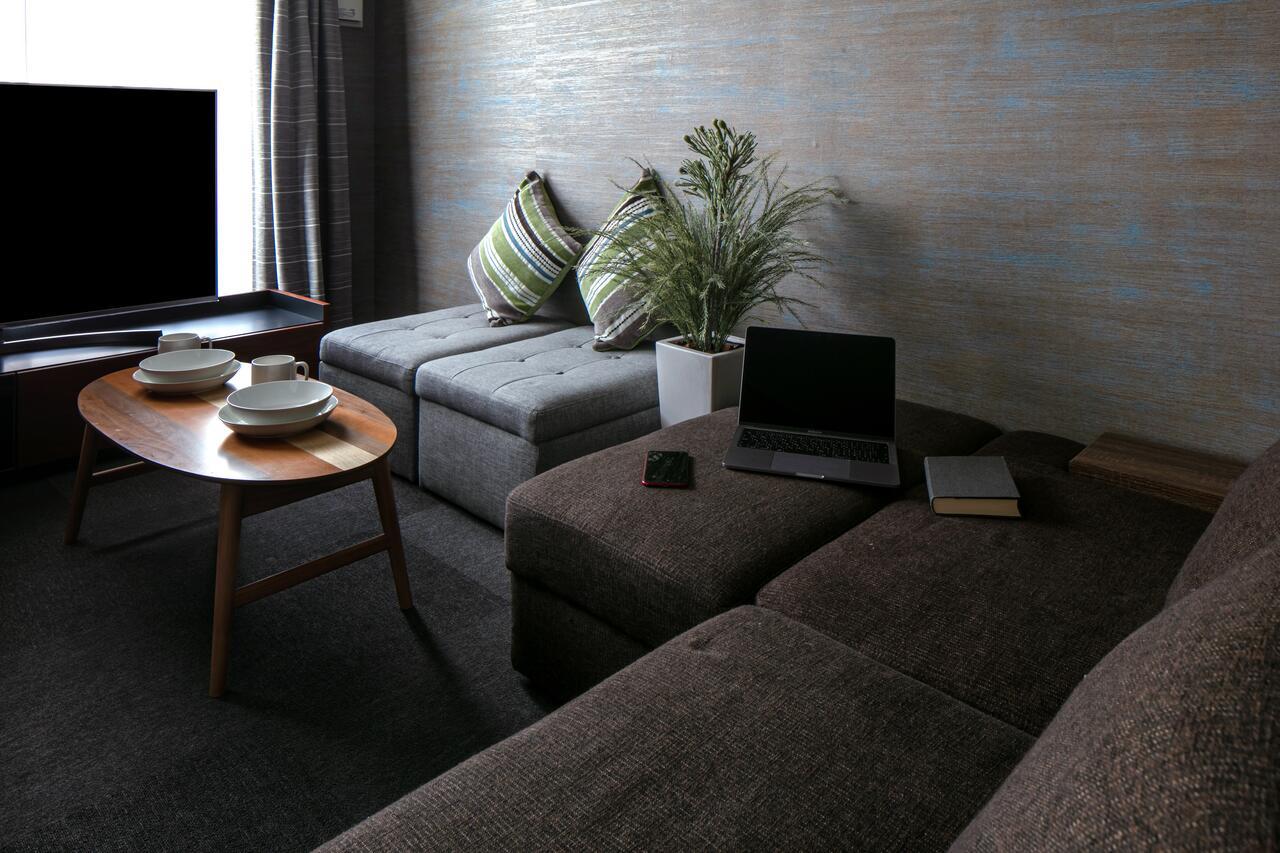 観光やビジネスなど多様な用途で宿泊することができる客室です