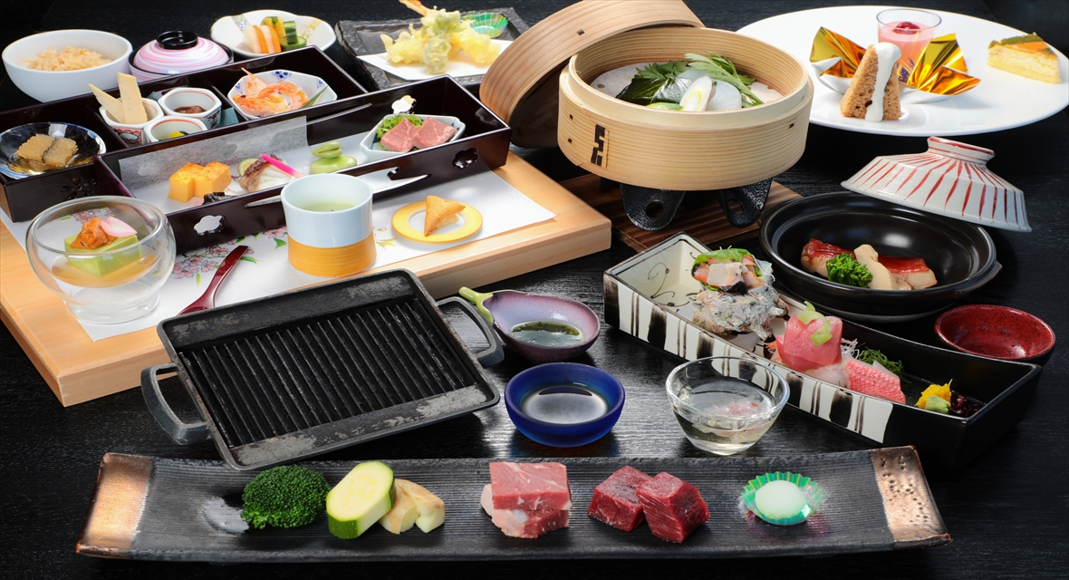 【オプション夕食一例】季節ごとに変わる料理長自慢の会席料理をお楽しみ下さい