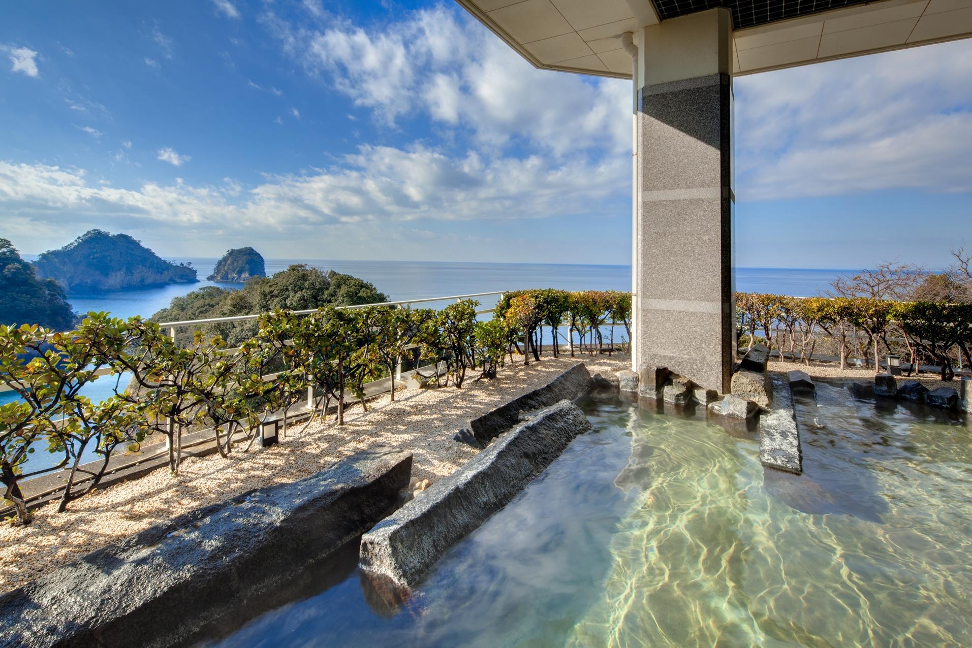 【露天風呂】広大な海と島々を眺めながら温泉に浸かるとっておきの一時