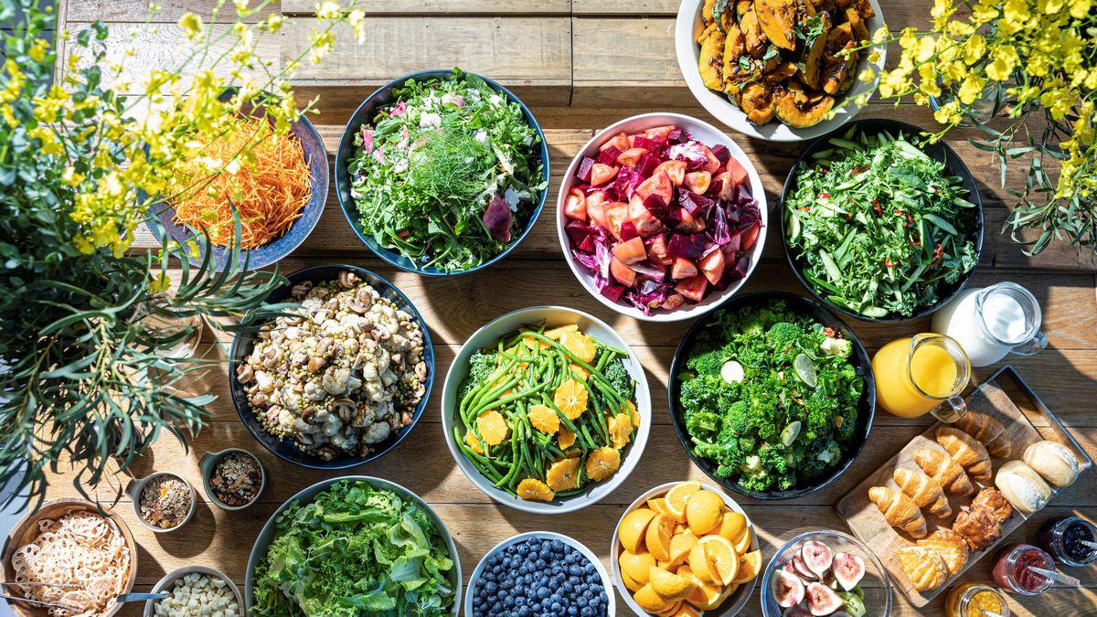 レストランゾーンは、色鮮やかな野菜を中心に 日本文化のエッセンスを取り入れたカジュアルダイニングと 四季を五感で味わう特別な食体験を楽しむ 世界が憧れるプレミアムガストロノミーフロアをご用意しております