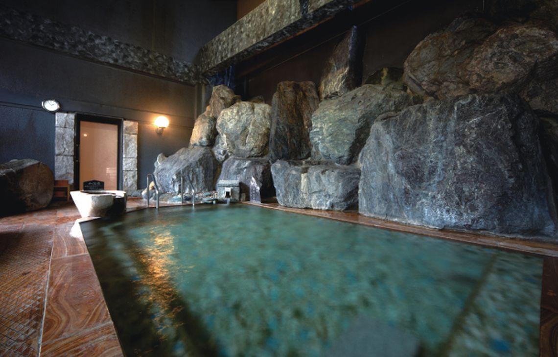 肌当たりの柔らかな石和の湯は、老若男女問わずゆっくりと浸かって頂ける湯質。心ゆくまでお楽しみいただけます。