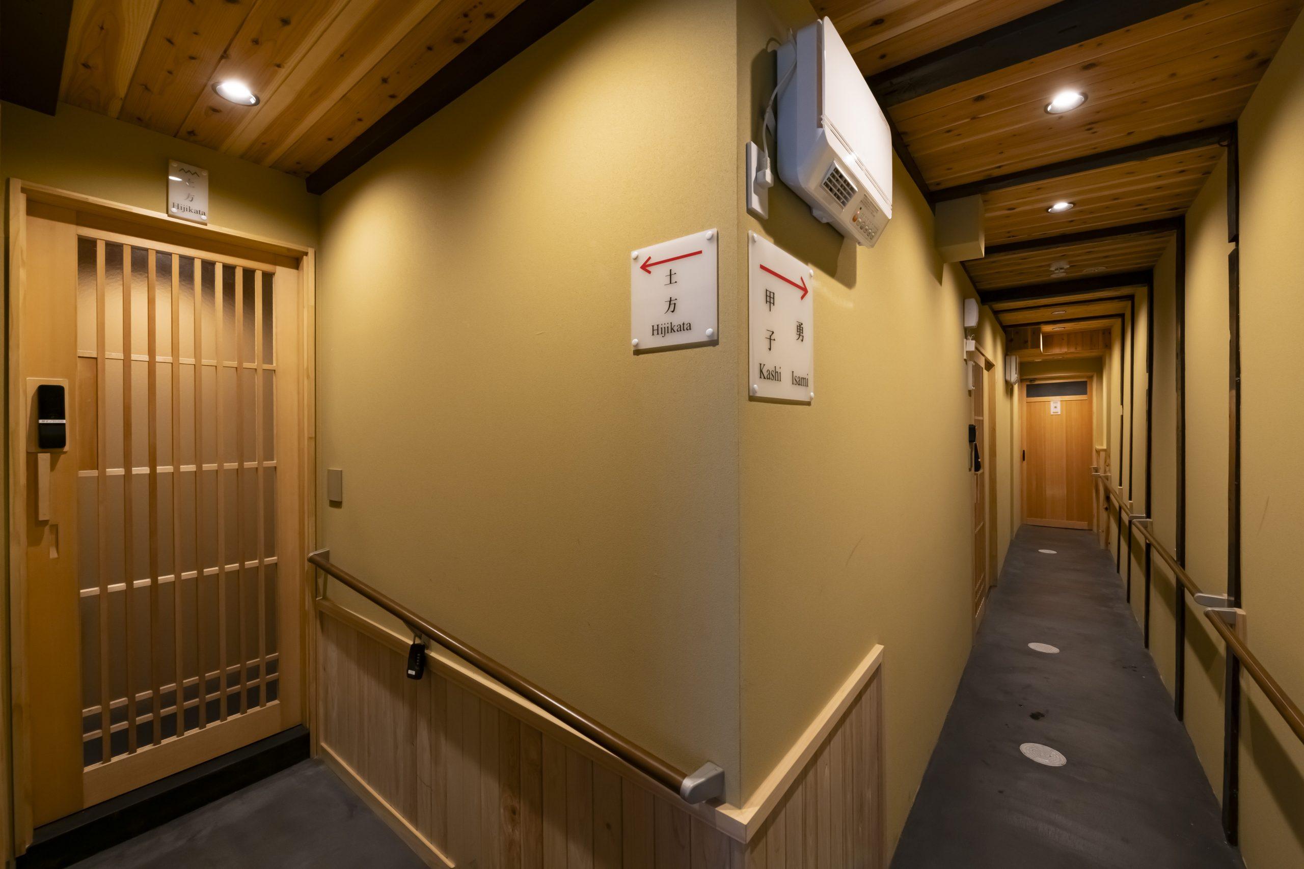 本宿の内廊下は、オゾン発生装置が完備されておるので感染症の感染リスクを抑えられております。