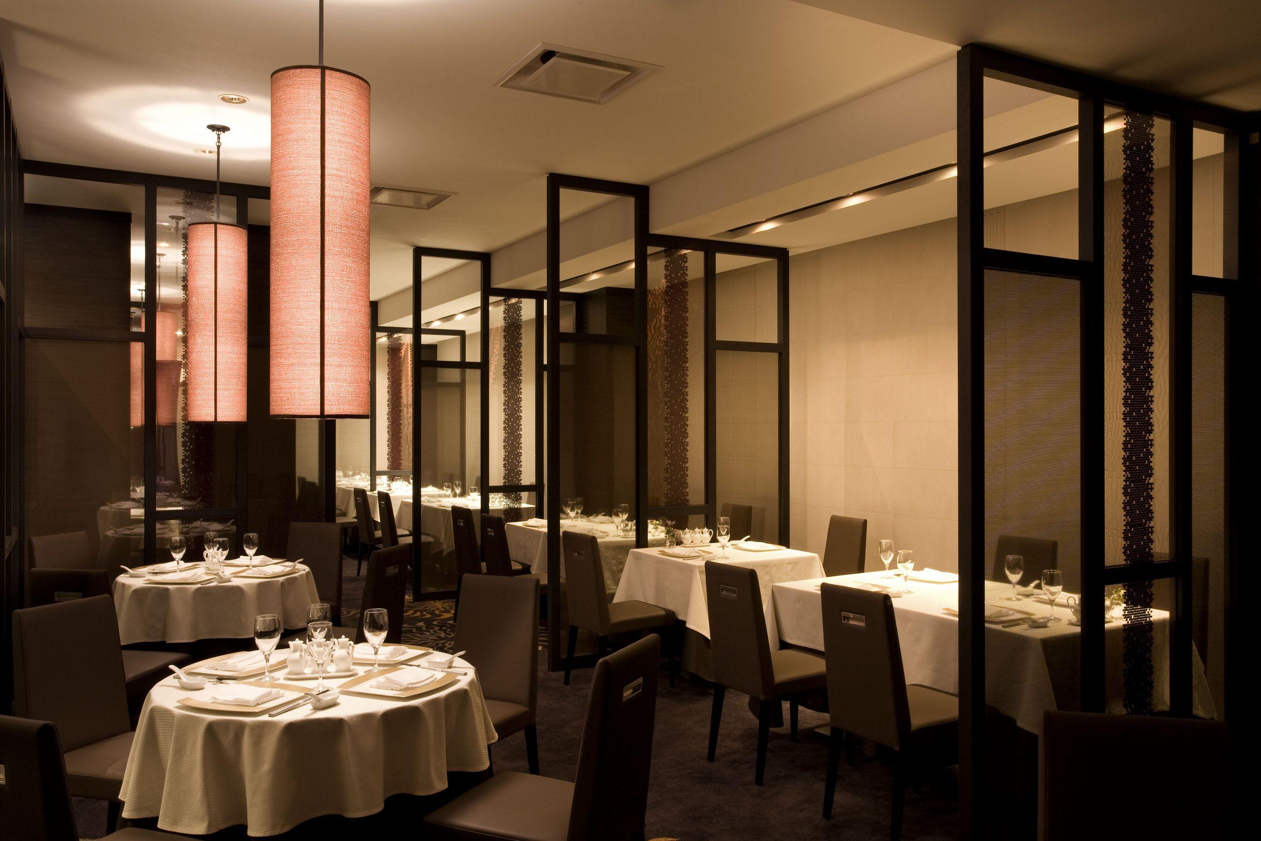 中国料理「星ヶ岡」:中国の伝統料理に加え、北京・上海・広東・四川の四大地方創作料理、和食と中華、洋食と中華といった異なる食文化のコラボレーションメニューをご用意。