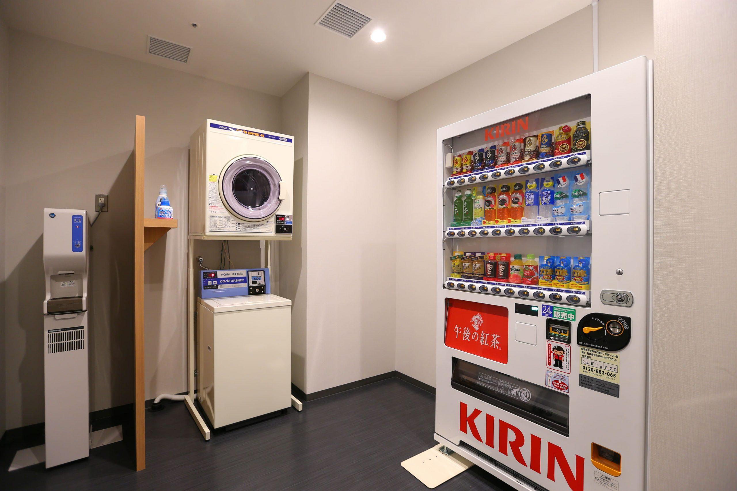 【コインランドリー】各階に洗濯機、乾燥機をご用意しております。(有料) 洗濯洗剤は無料でご用意致しております。