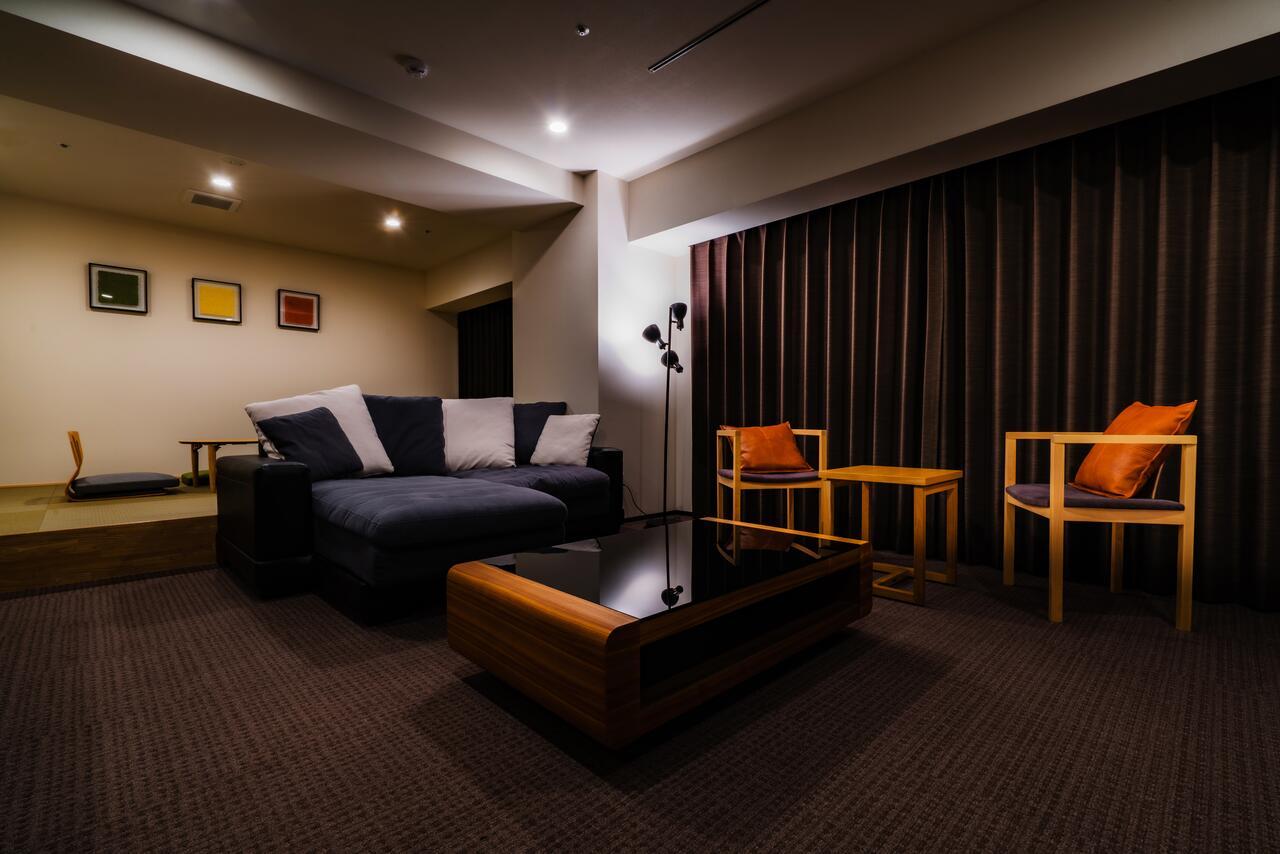 インテリアデザイナー監修のもとに完成した、洗練されたデザインが魅力の客室です