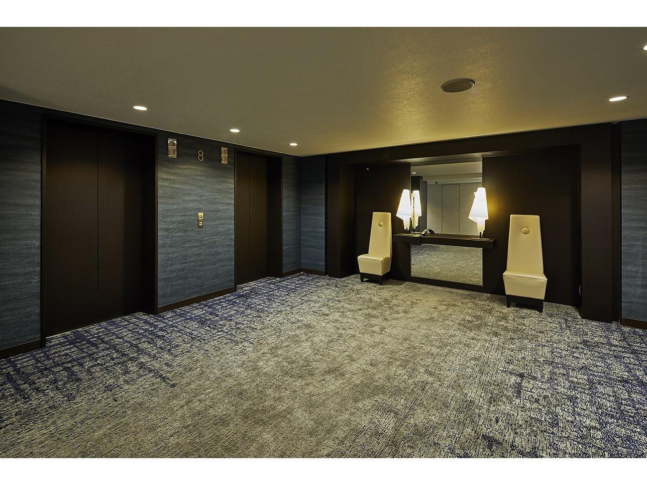 【エレベーターホール】落ち着いた色調と余裕の空間が特徴です