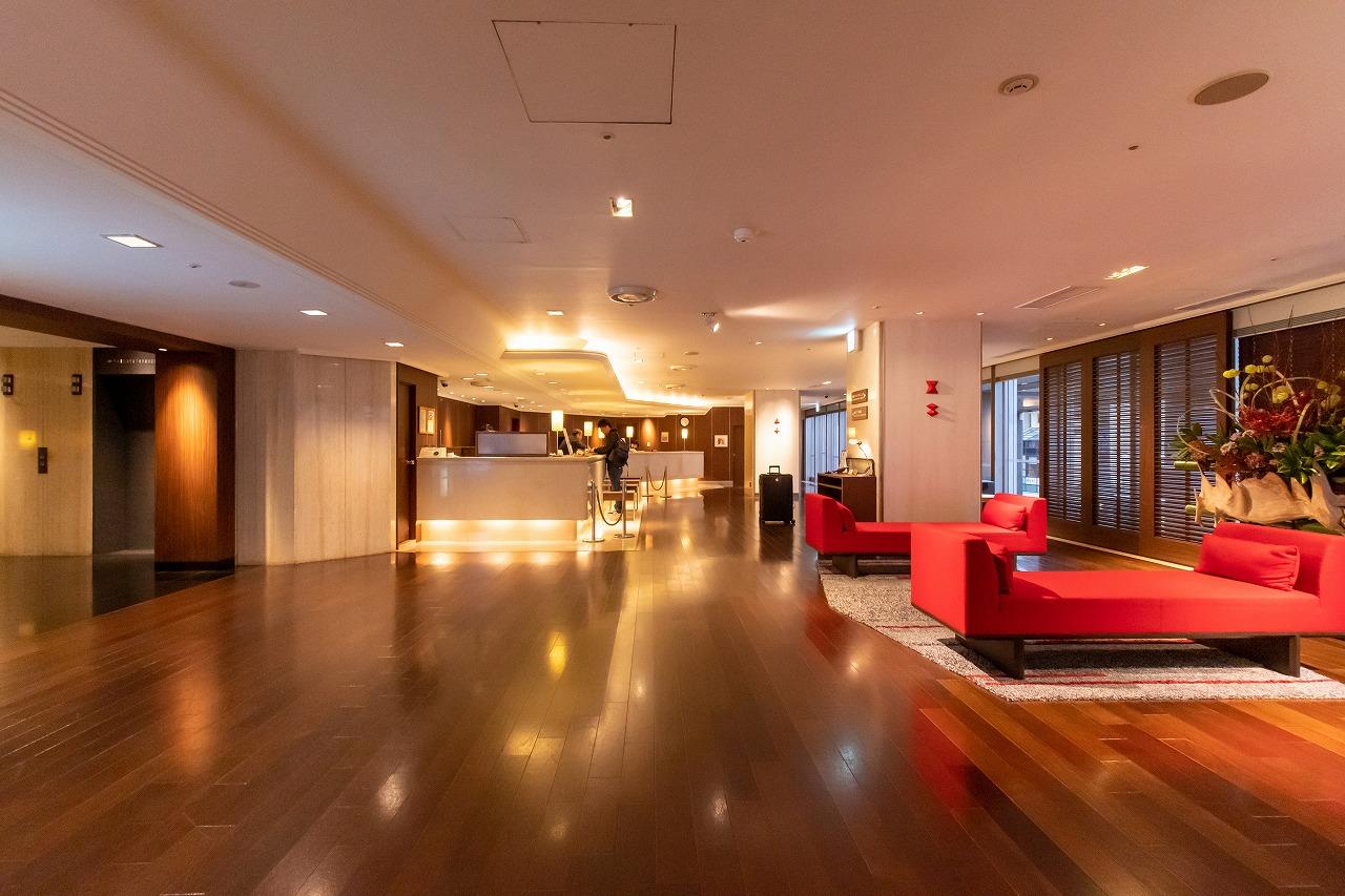 【3階ロビー】館内全体、都会的な雰囲気が特徴です