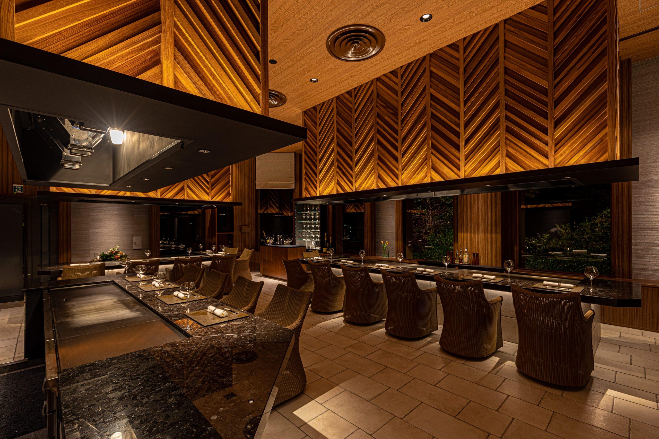 鉄板焼「潮砂亭」 熟練のシェフが伊豆・今井浜ならではの食材を目の前で調理する鉄板焼レストラン。五感を刺激するお食事をお愉しみください