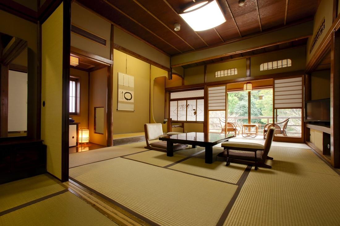 稲生沢川と条山を望む、清流荘の原点を感じさせる瀟洒な設え