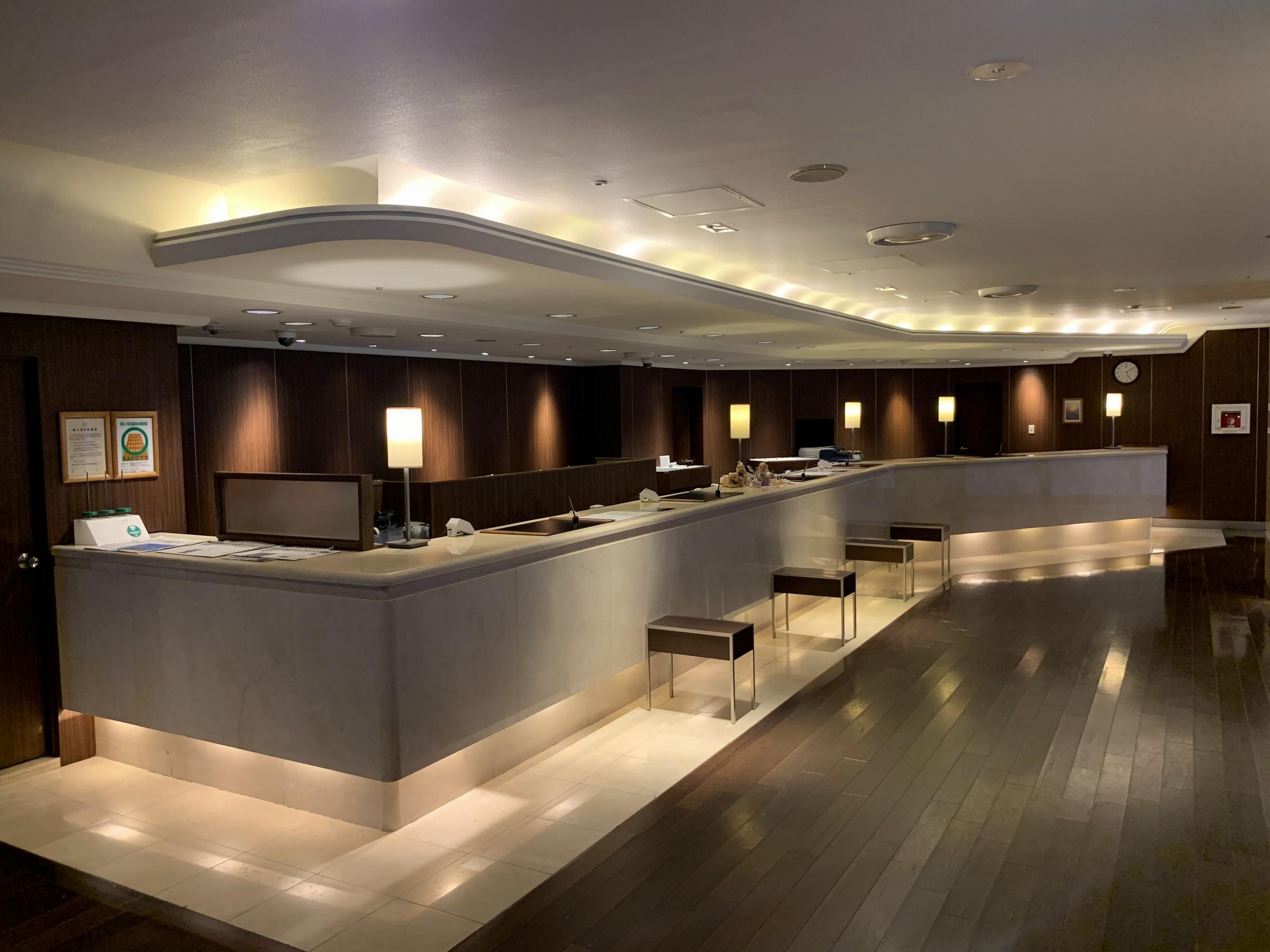 【館内フロントレセプション(3階)】ご宿泊のお客様のチェックイン・チェックアウトのお手続きはこちらで承ります