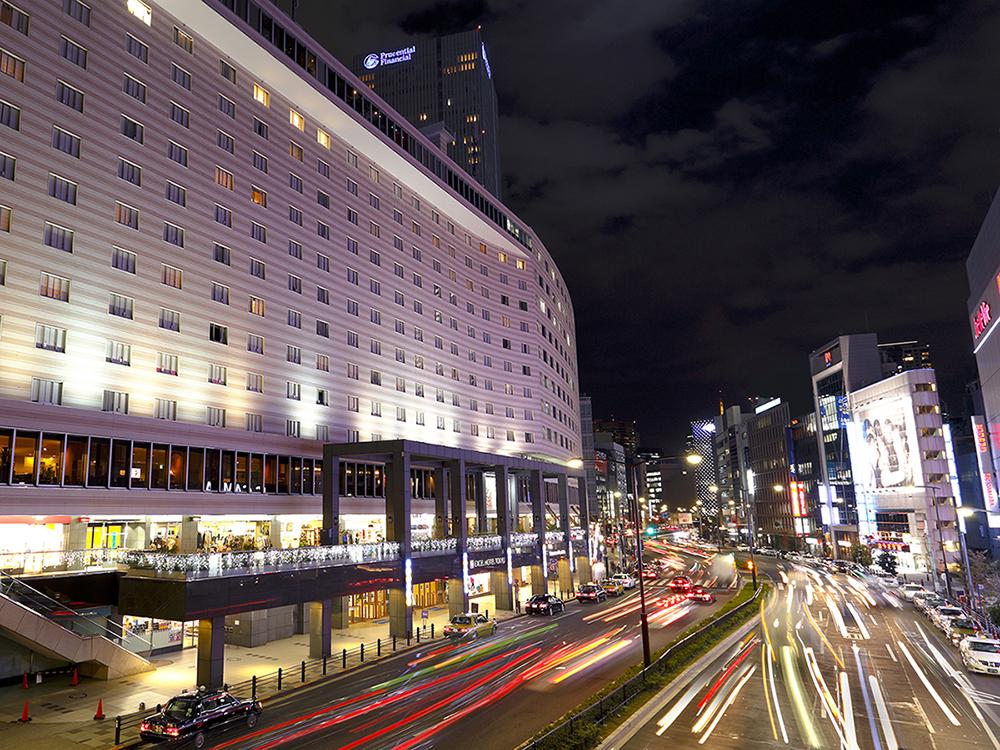 【ホテル夜景】目の前には東京メトロ・赤坂見附駅があり、抜群のロケーションです