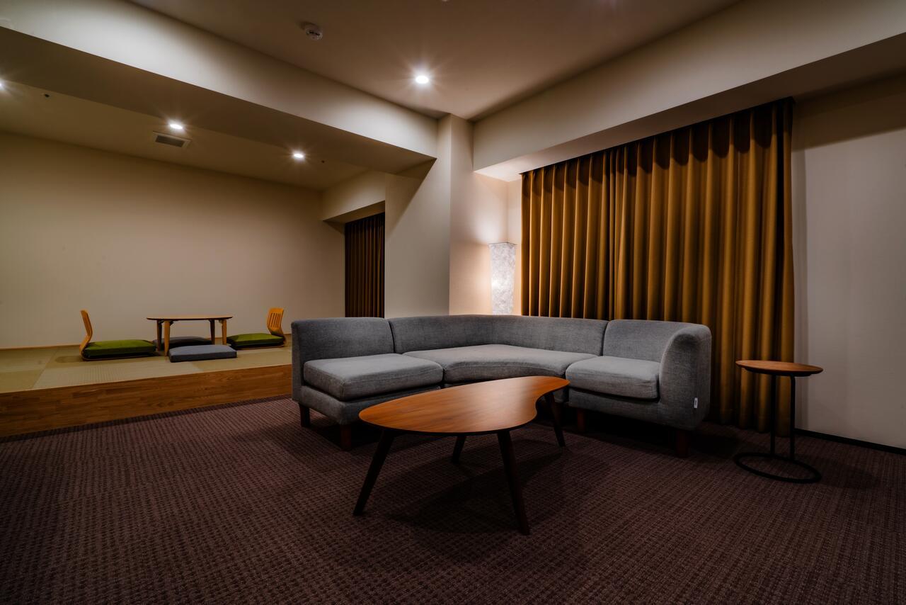 和モダンのデザインに落とし込んだ畳の寝室もございます