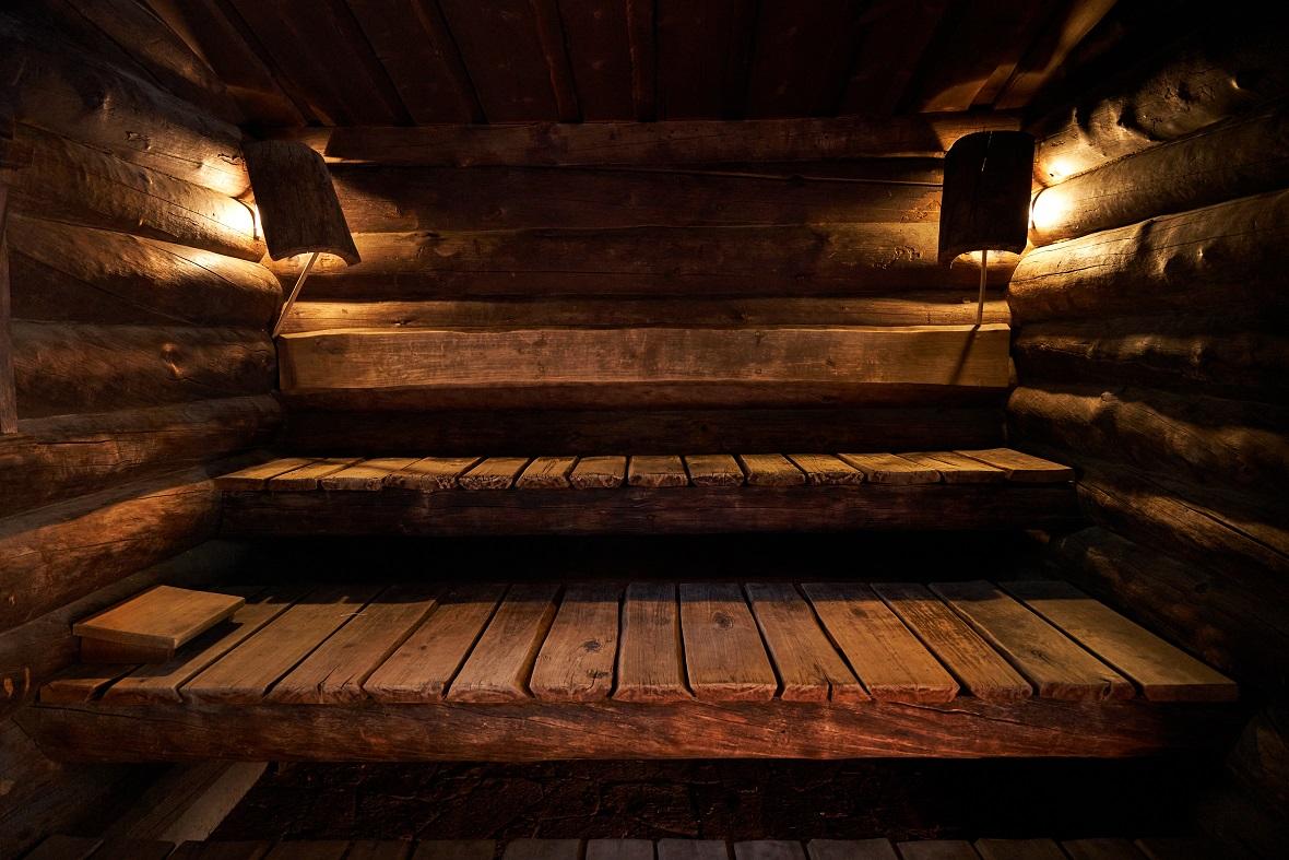 ケロ・サウナ 最高級サウナ材ケロを使用したフィンランド式本格薪焚きサウナです。 木の香りに包みこまれる上質なリラクゼーション体験を