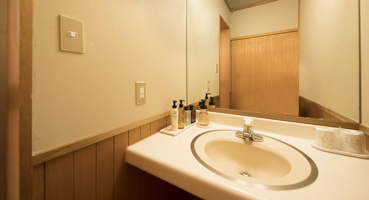 [360泊]6連泊(日~金)×60週 川のせせらぎが心地よい寛ぎのお部屋(和室<広縁付>横湯川側10畳+広縁2畳)1~5名利用プラン