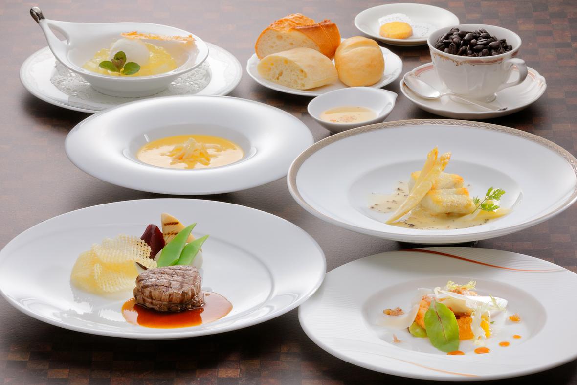 【オプション夕食洋食(イメージ)】フレンチと東北の食材のマリアージュをテーマにしたスタンダードのコース「エートル」(6,600円)他、豊富な本格フレンチのコースメニューを揃えています