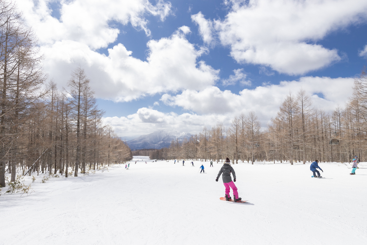 【グランデコスノーリゾート】冬は隣接の県内有数の本格ゲレンデで思いっきりウインタースポーツも楽しめます。※2019年ホテルのレンタルエリアがリニューアル
