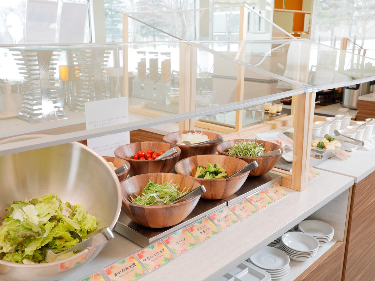【オプション朝食・和洋ビュッフェ(イメージ)】新鮮な福島県産の野菜を存分に楽しめます。(お日にちにより和定食又は洋定食をご用意いたします)