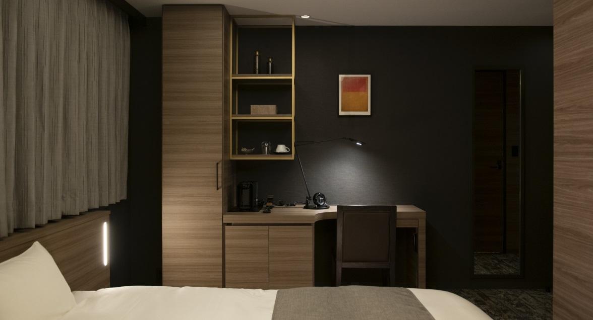 クラシッククイーン バスルームには新感覚で心地よい刺激のオーバーヘッドシャワーを備えております