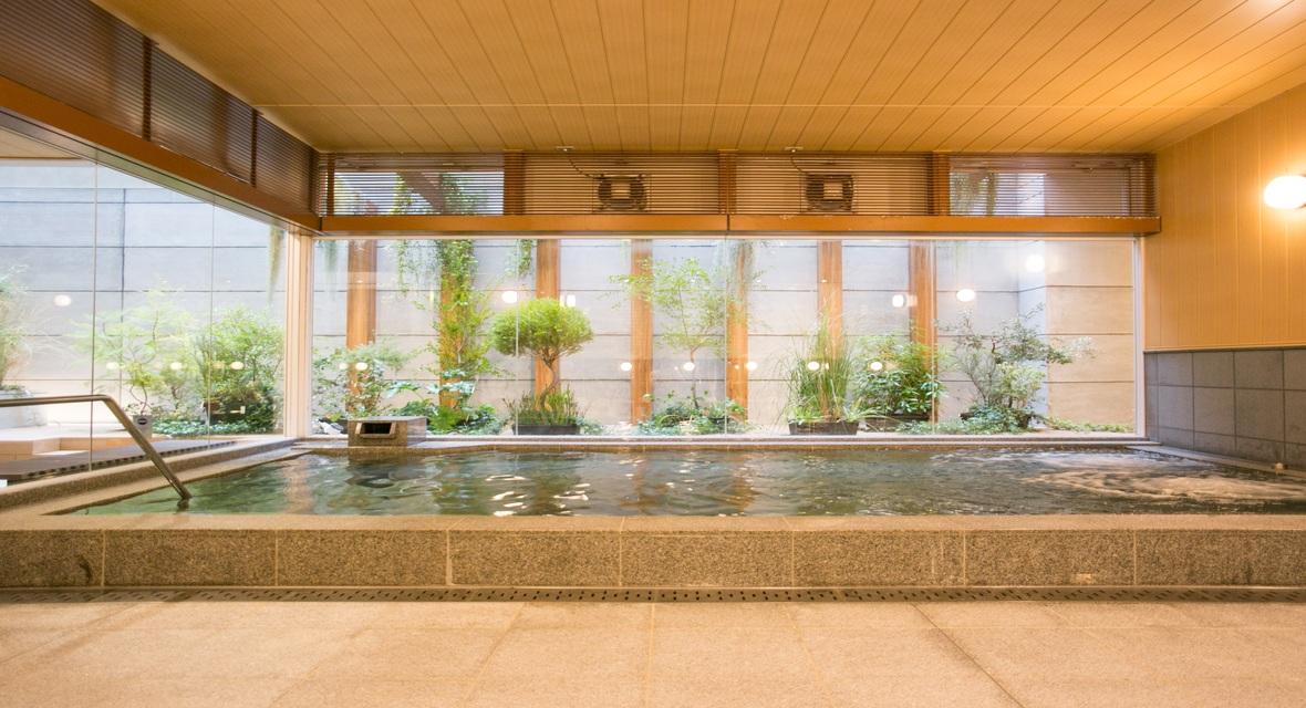 女性大浴場内湯 リゾート感ある露天風呂もございます