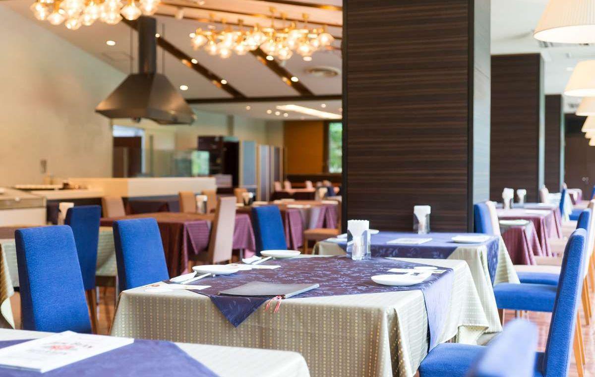 レストラン-炙-では、洋食のフルコースを基本スタイルとし、メイン料理はお客様の目の前で焼き上げた「八ヶ岳グリル」をご提供
