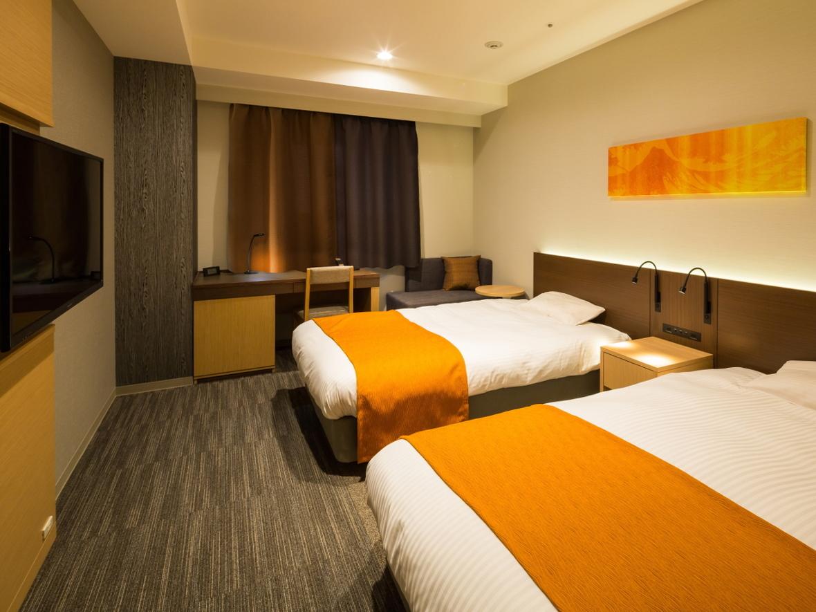 【 モデレートツイン(23㎡)一例】ツインでも幅110cmのベッドで余裕のサイズ。※3名利用時はハウザー(エキストラ)ベッド1台設置可。