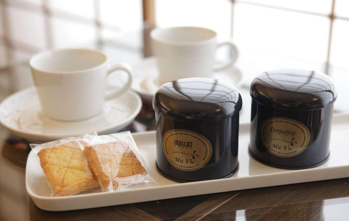 マヴィ紅茶、お茶菓子で一息。
