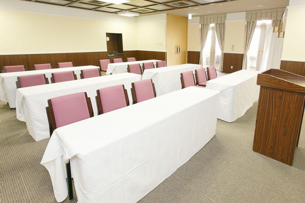 バンケットルーム「サントリーナ」30名様までの会議やミーティングにご利用頂けます