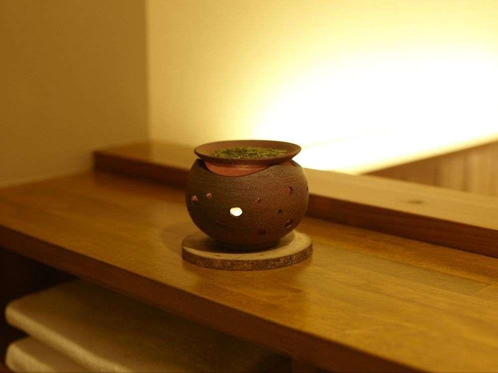 茶香炉の素朴で馴染みある香りが優しくお部屋を包みます