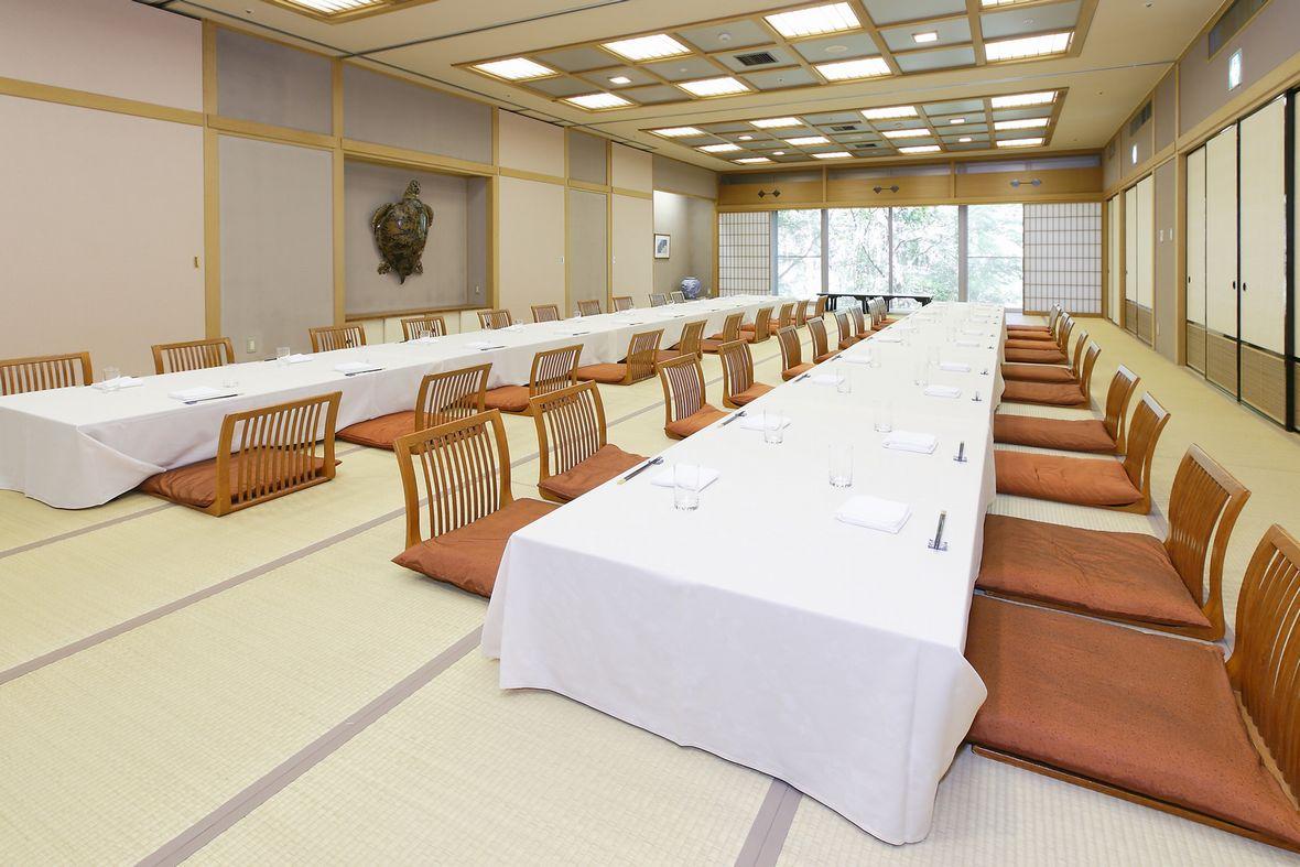 日本料理「華」宴会場 お座敷にて上質な宴のひとときをご提供いたします。着席最大48名様