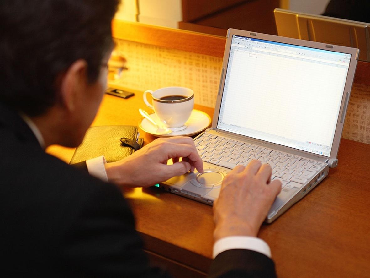 すべての客室で、無線LANによるインターネット接続を無料でご利用いただけます。 Wi-Fi対応で、お手持ちのノートPCやスマートフォンで、気軽にインターネットへ接続いただけます。※有線LANもご利用可