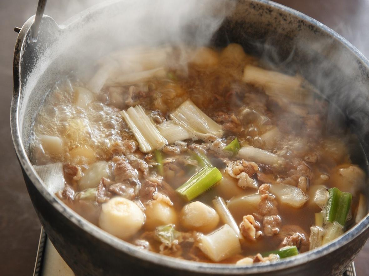 【オプション朝食・山形名物「いも煮」イメージ】 朝食の和洋バイキングは、いも煮やお漬物など山形ならではの郷土料理のほか、定番メニューまで豊富なメニューが好評です