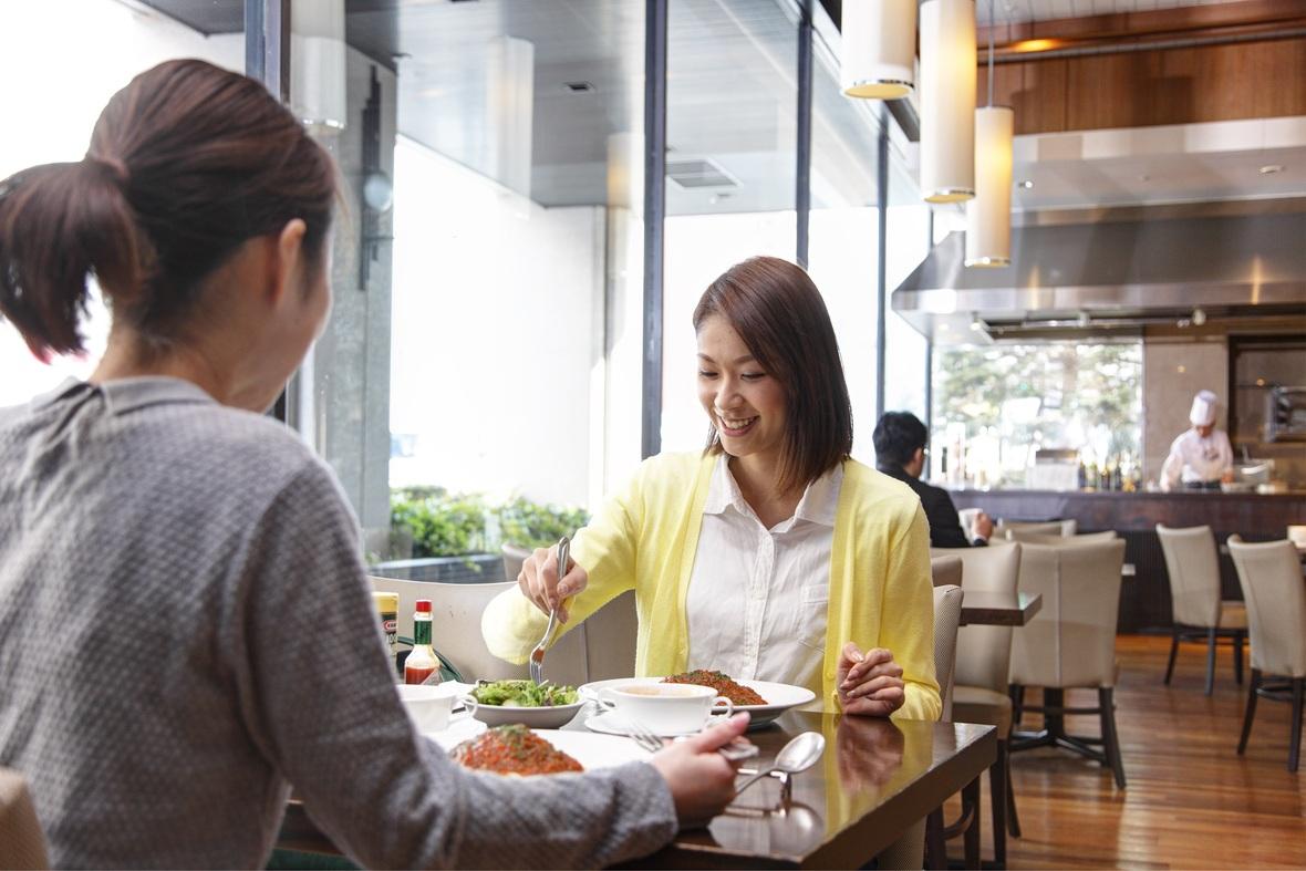 【1階カフェダイニング「パティオ」】開放的な空間で朝食からランチ、ディナーまでご利用いただけます