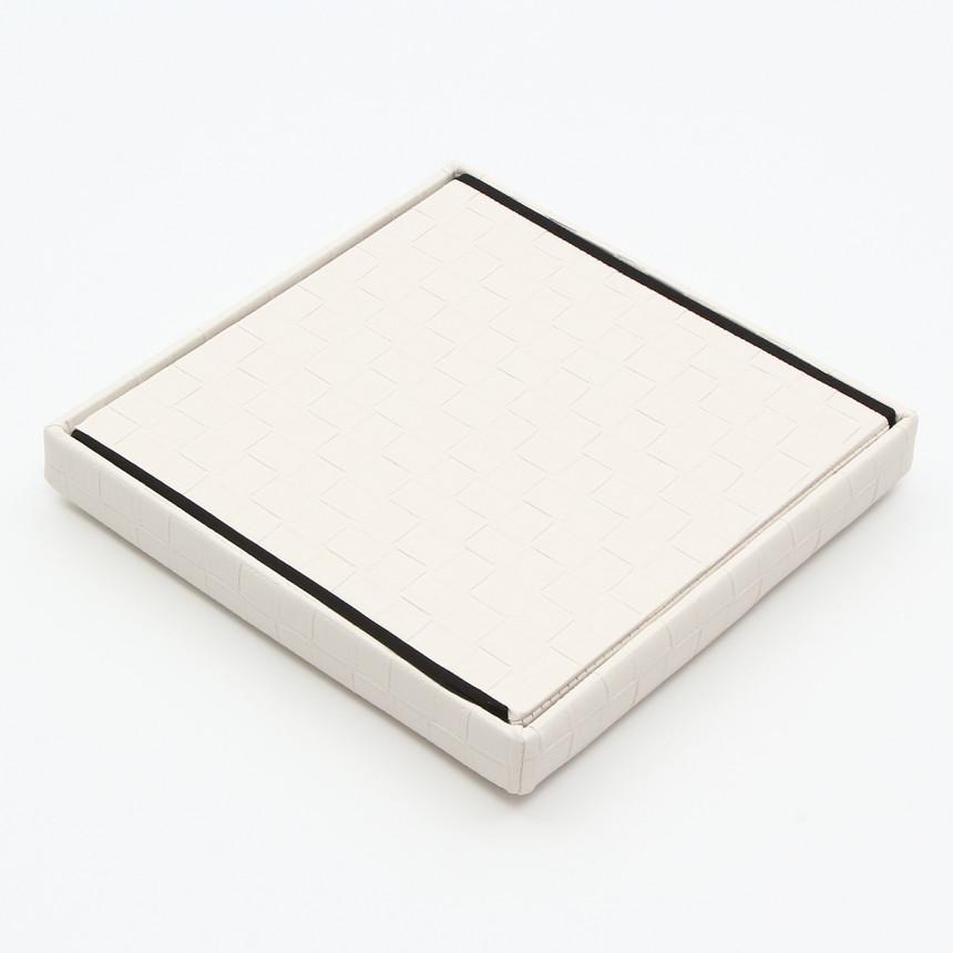 四角い白いスツール