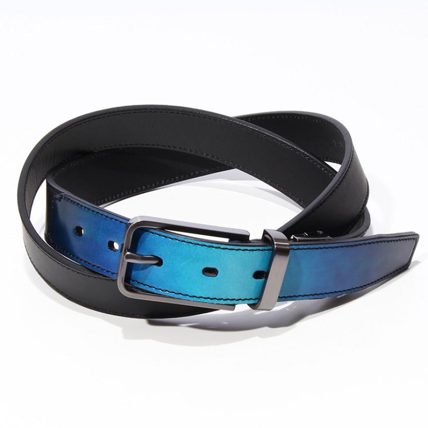 青色グラデーションの革製のベルト