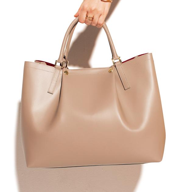 【つい大荷物になっちゃうエディターズ】のバッグ&バッグの中身