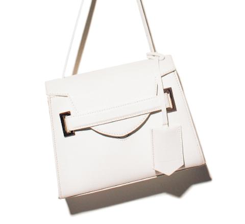 【小荷物派エディター】のバッグ&バッグの中身