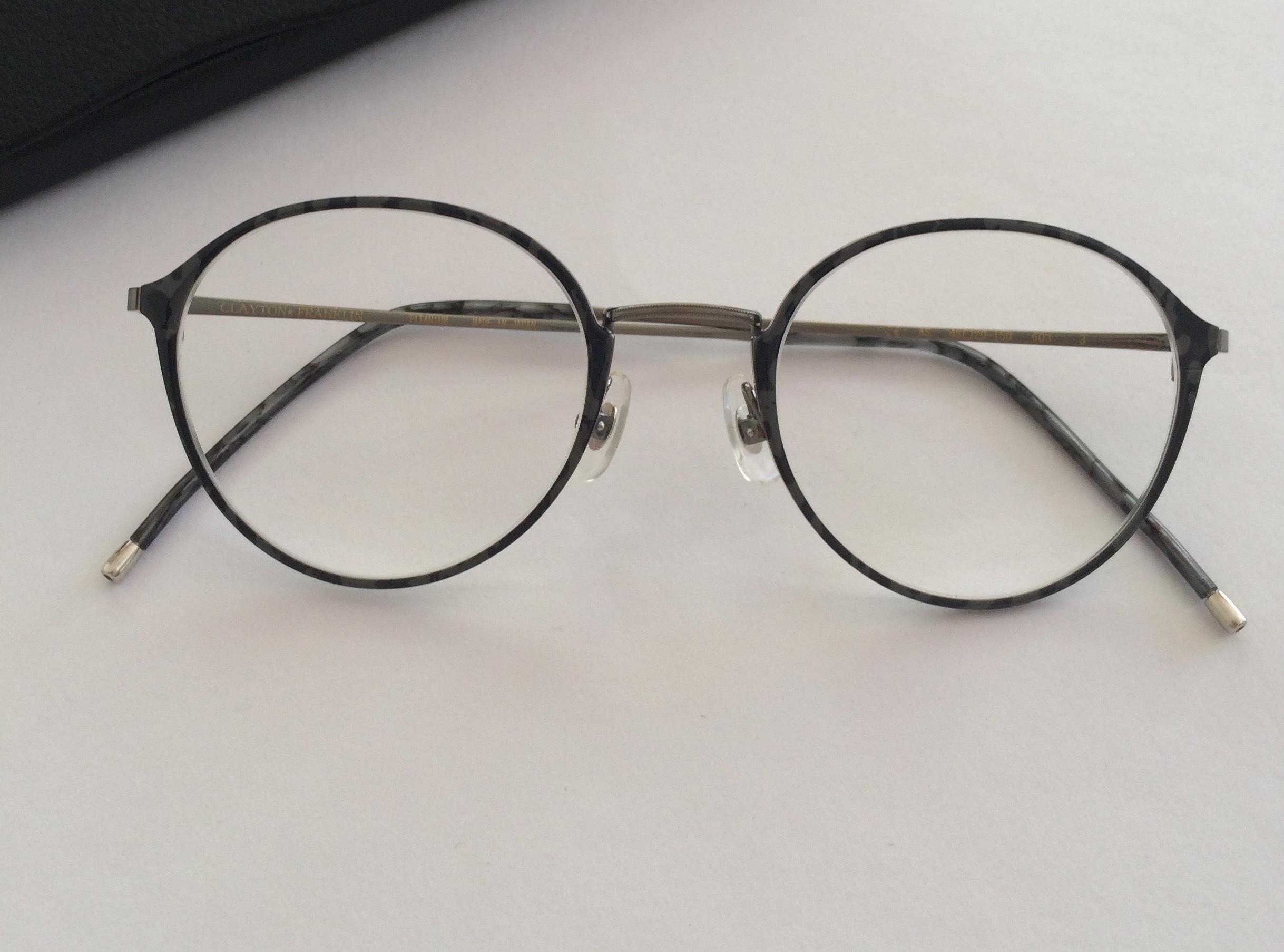 試着20本。ついに見つけた「丸顔に似合う丸メガネ」