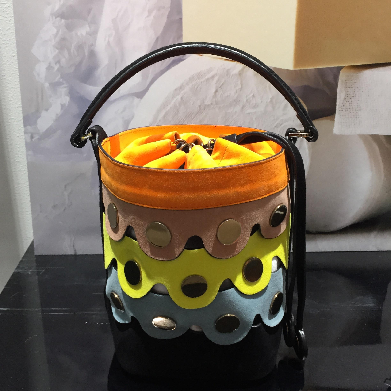 ピエール アルディのバケツ型バッグはひと味違う!
