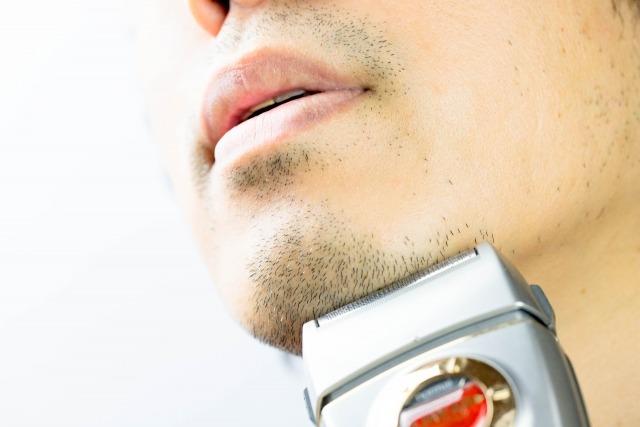 男性の体毛を剃るのはシェーバーが安全
