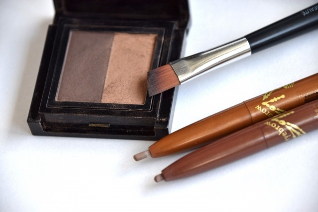 眉毛を濃くする3つの方法