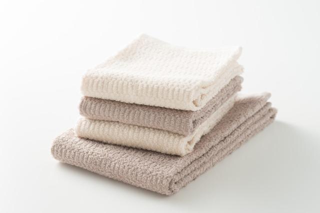 蒸しタオルで毛を抜く部分を温める