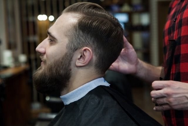 頬髭が生える原因とメカニズム