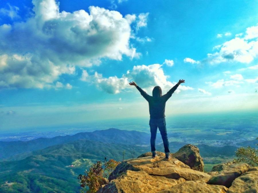 登山時に遭難したらどうする?山で迷った時に沢に降りてはダメな理由は?