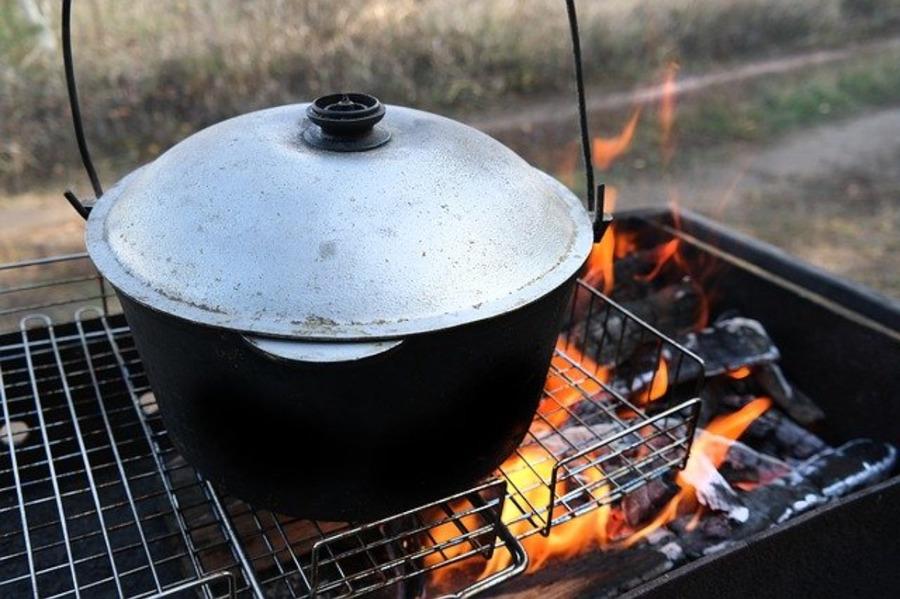 焚き火料理レシピ20選!スキレットなどおすすめの調理器具も紹介!
