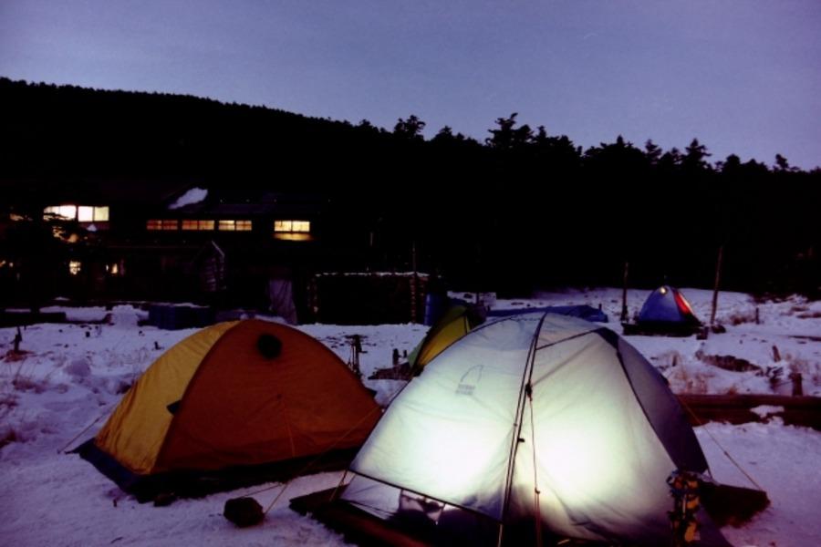 雪山でテント泊するときのポイント!持っておきたいおすすめアイテムも