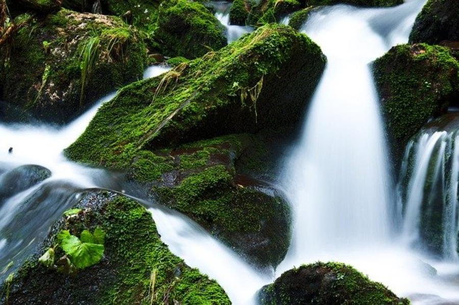 川の水を飲むのは危険?安全に飲めるようになる便利な道具とは?