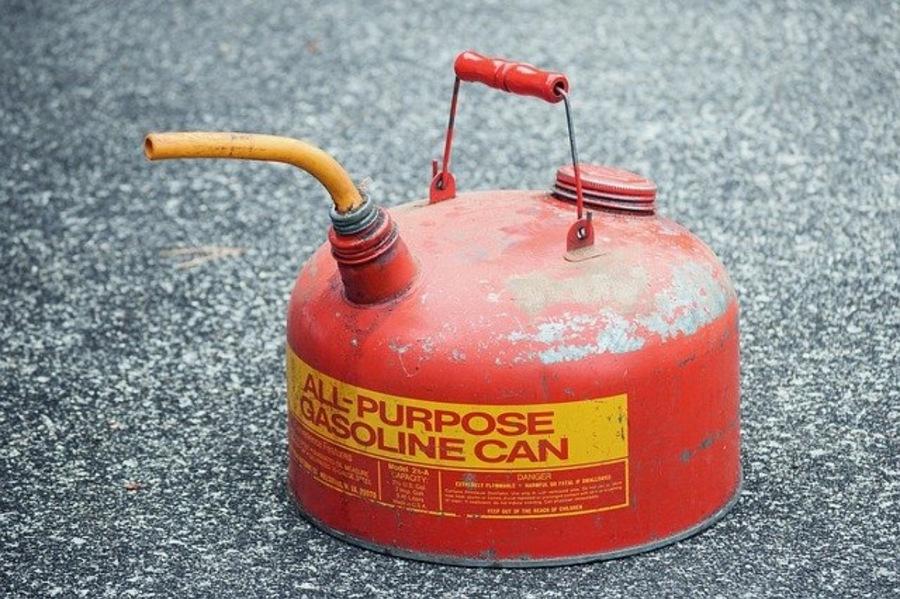 灯油を持ち運ぶならガソリン携行缶がおすすめ!おしゃれキャンパーもご用達