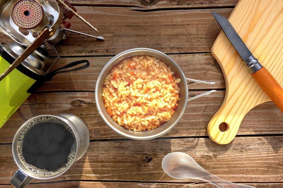 キャンプにおすすめのシェラカップのサイズは?料理や炊飯に適しているのは?