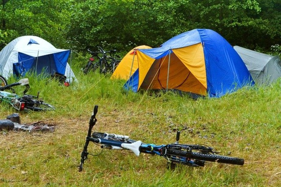 台風の時はキャンプを中止・予約キャンセルすべき?風と雨の対策も!